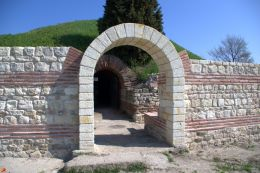 Антична куполна гробница 1
